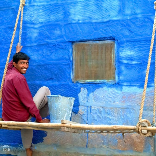 Man Painting His Home In The hue that makes people say Jodhpur is the Blue City
