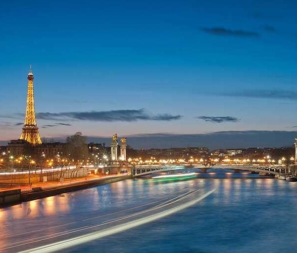 Blue Hour - L'Heure Bleue Paris